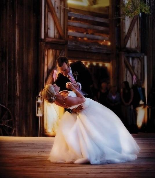Nyitótánc: örömteli, látványos esküvő